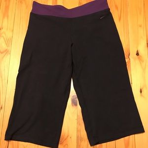 Nike FitDry Cropped Yoga Pants Large